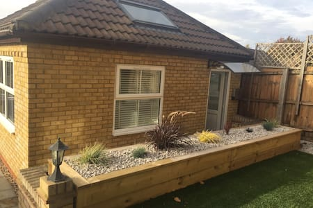 Fully furnished 1 bedroom flat in Royston.