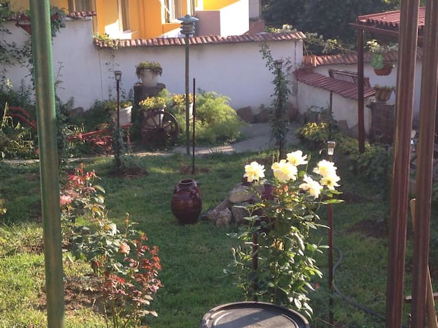 Romantique House&Garden,City Center - Gabrovo - Casa