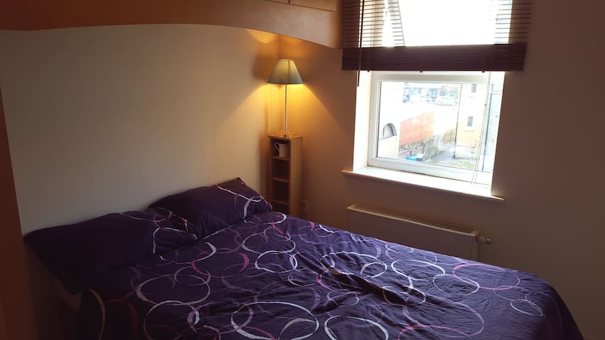 Comfortable double bedroom in Fallowfield, MCR