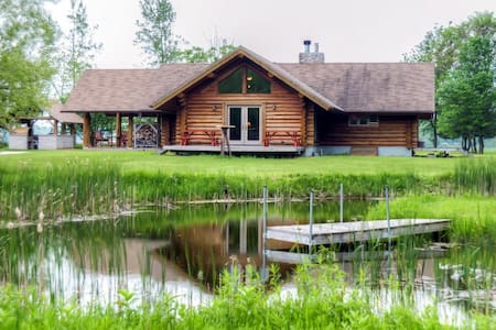 Secluded 2BR Valders Log Home - Valders - Kabin