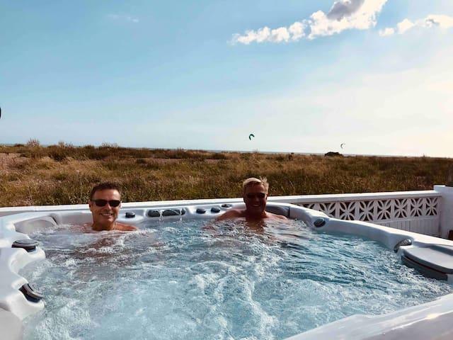 Seaside Place, HotTub, SeaViews, 5 Bedrooms, 6 ORP