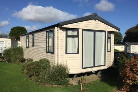 'Buttercup' modern static close to Cornish Coast