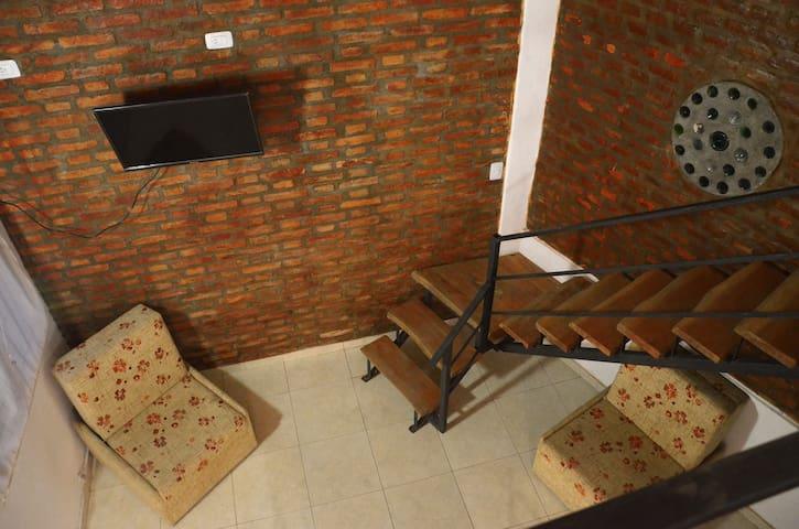 Vista desde el entrepiso. Dos sofá cama individuales.
