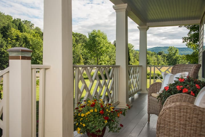 Killington and Woodstock VT's Chic Farmhouse - Woodstock - Bed & Breakfast