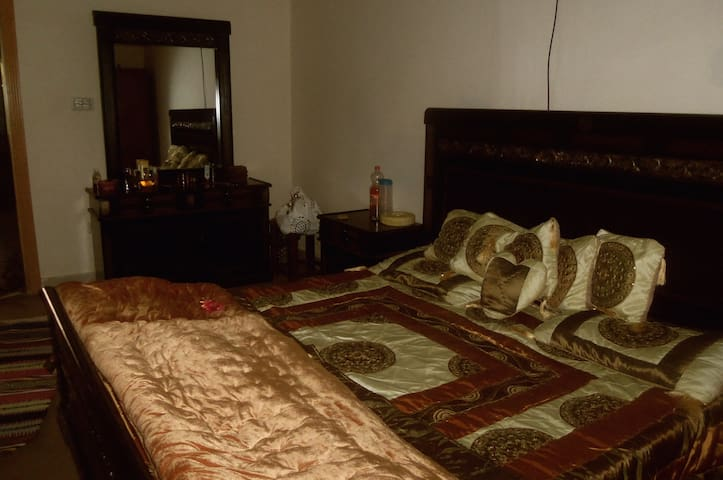House Room available in Islamabad.