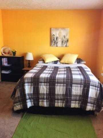 Clear Lake Bedroom with private bathroom - Houston - House