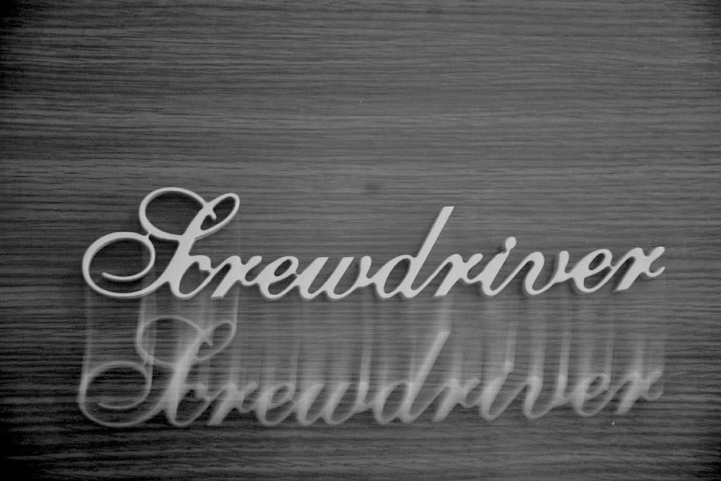门上是定制的Screwdriver