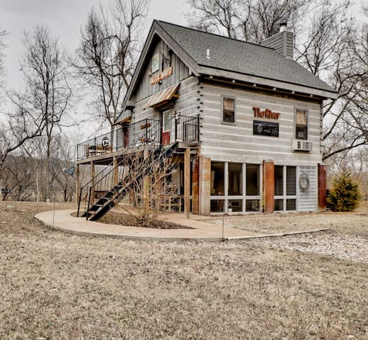 New! Secluded cabin with river views and access!!
