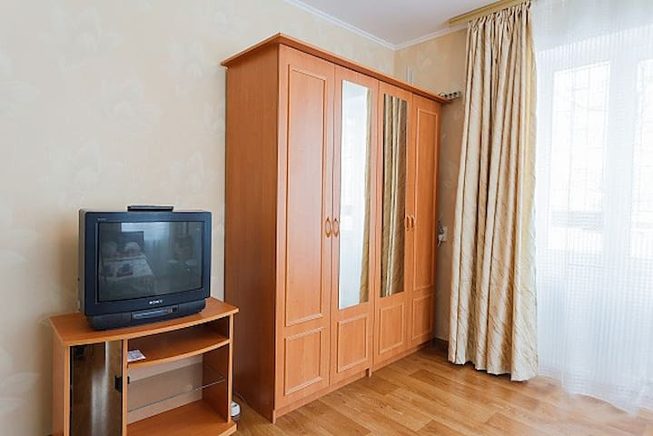 Вместительный шкаф для одежды