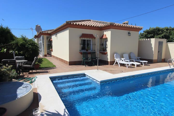 Villa Elissa - Charming and comfortable holiday villa with pool and bbq in quiet location