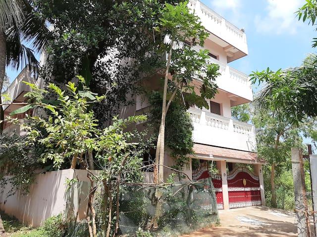 Ravi Homestay 3 Auroville Beach(AC)