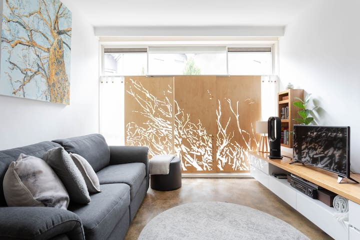 Light filled apartment in the heart of St Kilda