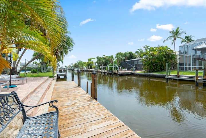 Beautiful Waterfront Apartment - Heated Pool and Dock Available