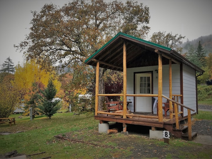 North Umpqua River Camp Cabin #8 Near Crater Lake