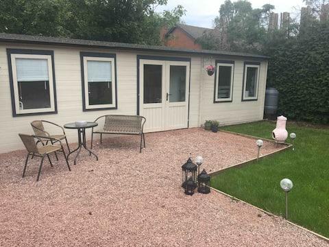 Osobliwy pokój ogrodowy na wsi Shropshire.