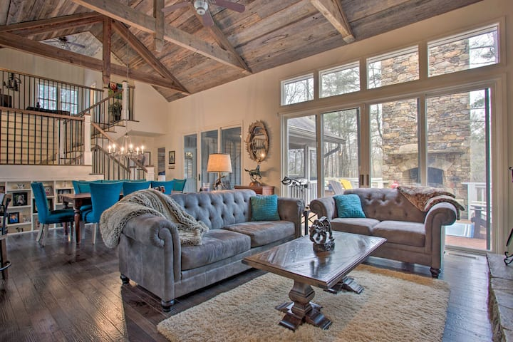 'Holiday House' Getaway in Gated Community!