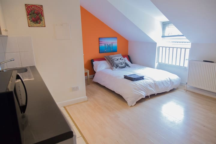 Great value loft studio in the centre of Chorlton - Manchester - Wohnung