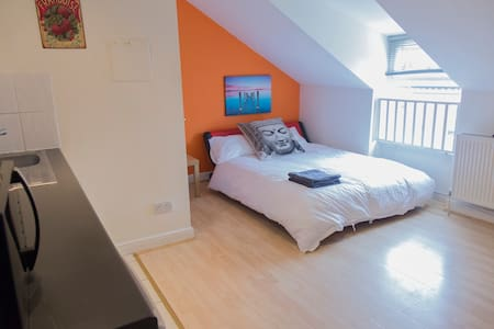 Great value loft studio in the centre of Chorlton - Манчестер