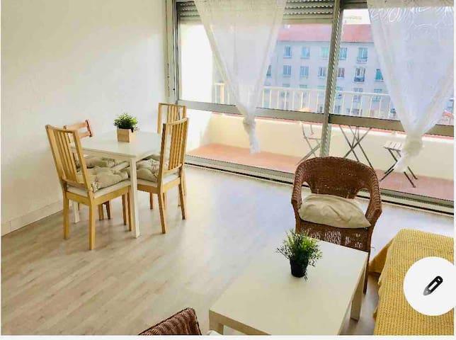 Studio au calme rénové avec terrasse ensoleillée