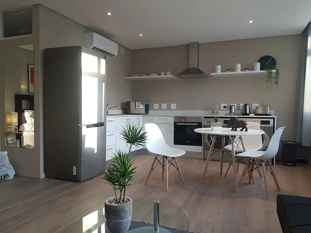 Beautifully Renovated Apartment In City Centre
