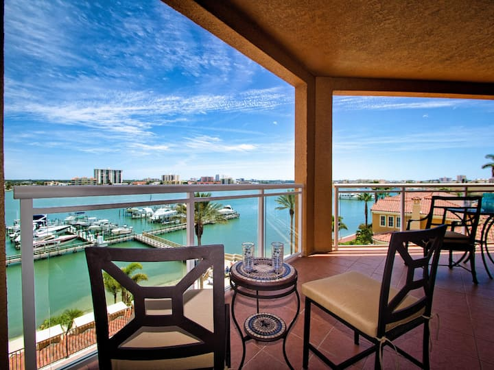 Belle Harbor 509M Stunning Luxury Condo with Panoramic Water View.