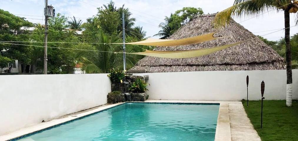 Pool Area / Area de Piscina