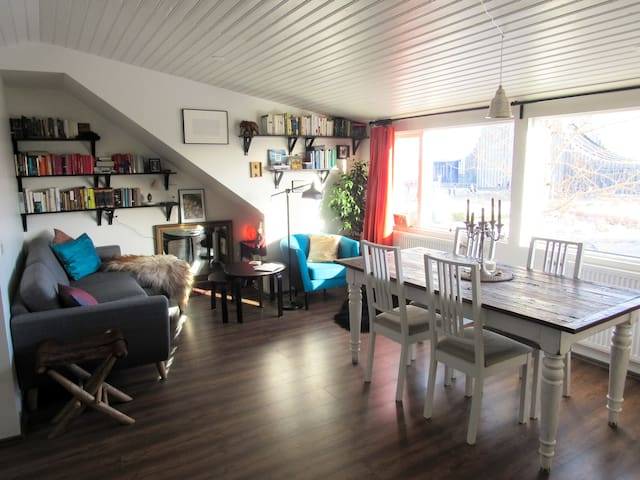 Cozy, elegant flat, right by Hallgrímskirkja! - Reykjavík