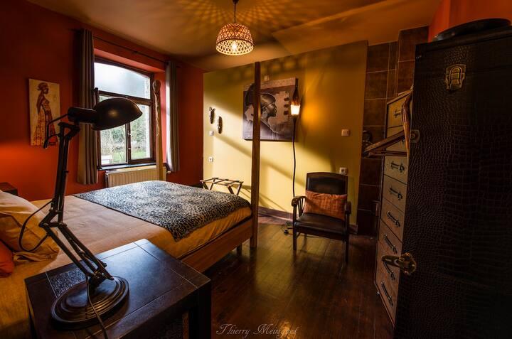 B&B insolite & escape room / chambre Col. Mustard