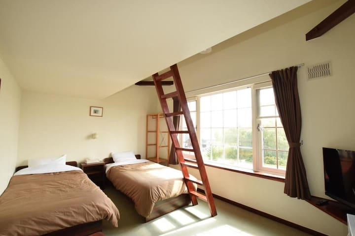 【OAC Lodge Niseko】【4 pax】5 mins from Niseko St!Room with loft,Free Wi-Fi(With breakfast)