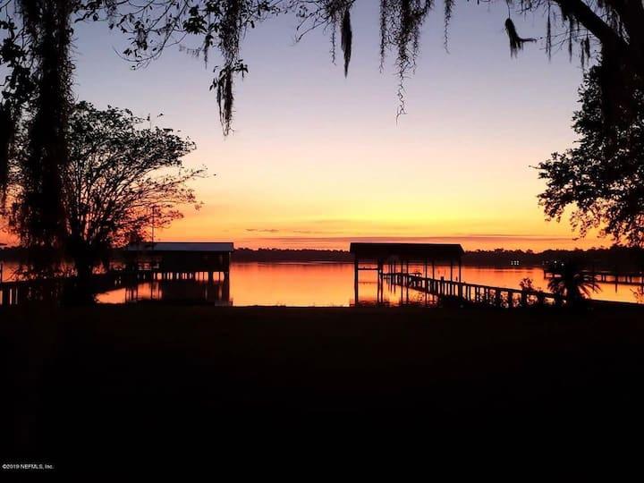 Doctors Lake Lakefront Retreat Vacation Getaway!