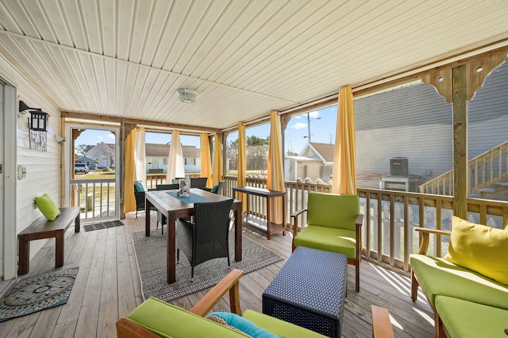 Adorable Newly Renovated 'Bertie Street Cottage' on Chincoteague Island!!