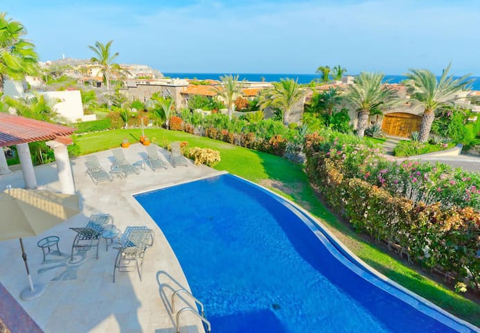 Private luxury in gated Punta Ballena