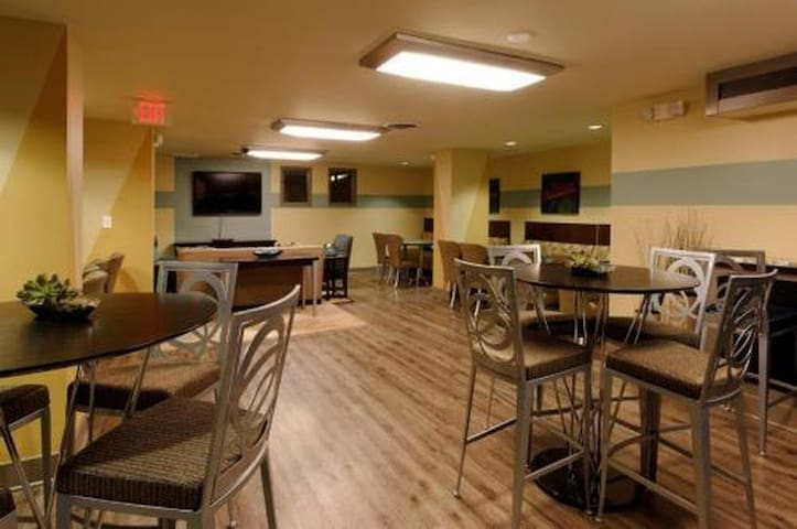 The Building Dinning room
