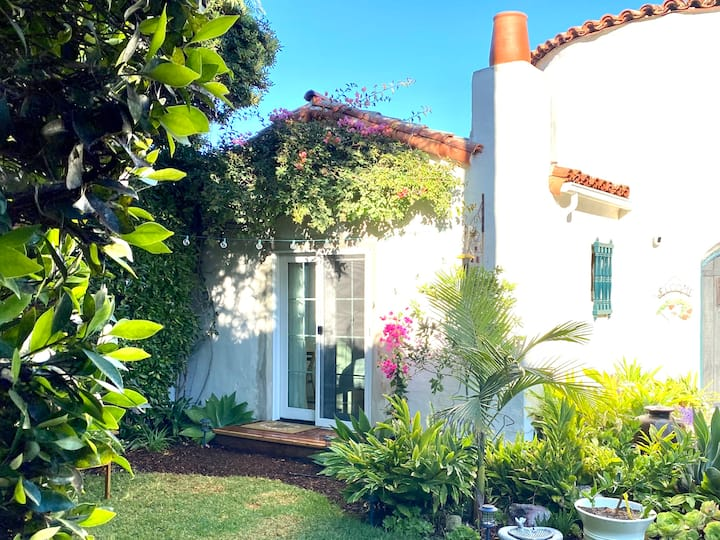 Charming 1926 Casita 2 blocks to beach