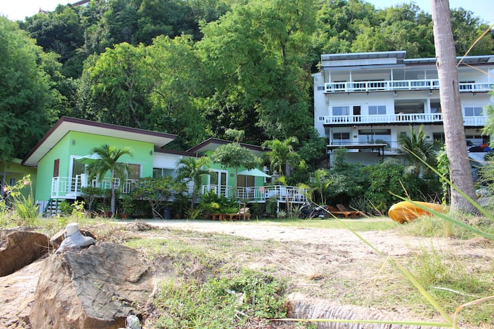 Breeze Beach Bungalow - Bungalow and Appartement direct on the Beach