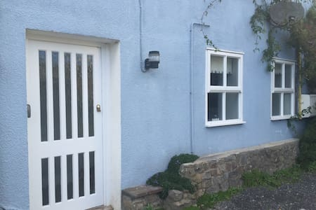 Cosy studio flat with parking. - Tenby - อพาร์ทเมนท์