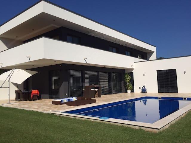 Exklusives Zimmer mit Poolbenutzung - St. Marein-Feistritz - House
