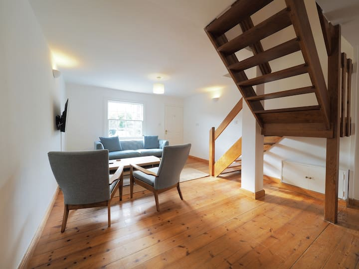 New Street - Stylish 2 bedroom home in Canterbury with parking
