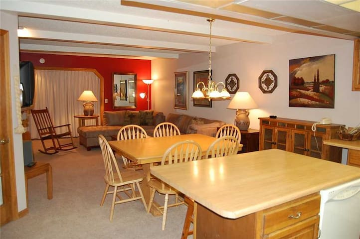 Hi Country Haus 2201 - Beautiful 3 bed 2.5 bath summer vacation condo rental with StayWP