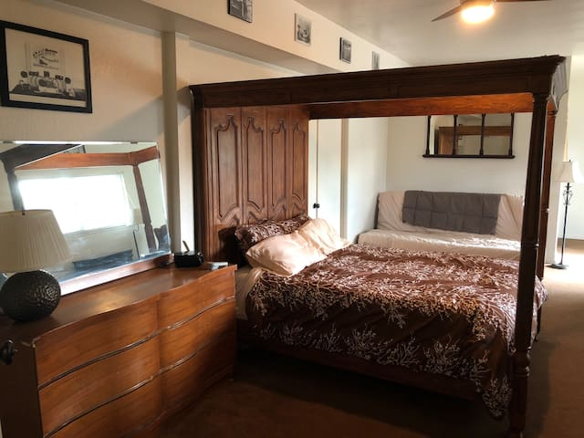 Queen size 4 poster bed sleep number mattress