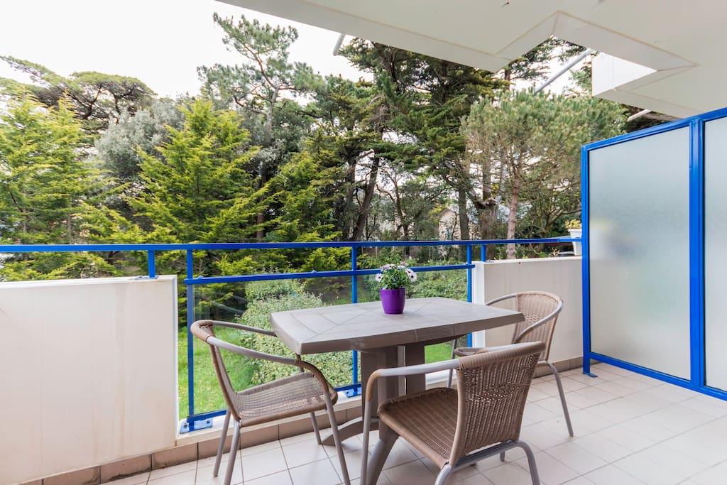 grand balcon au calme, vue verdure