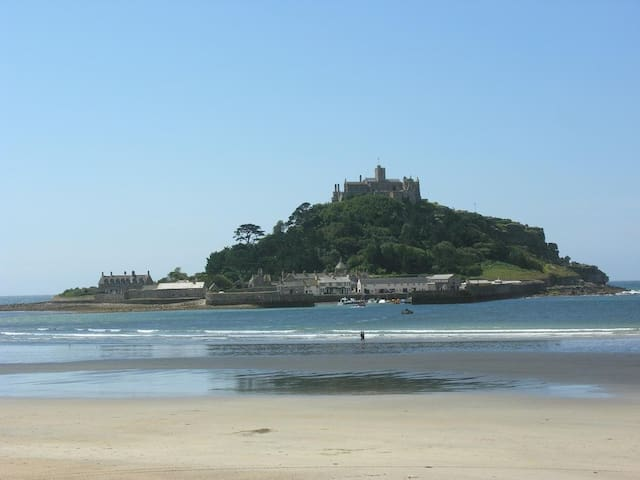 MOUNT VIEW, pet friendly, with open fire in Marazion, Ref 959300