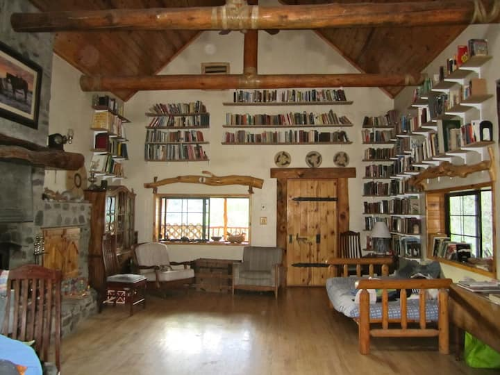 Working guest ranch - Western Room