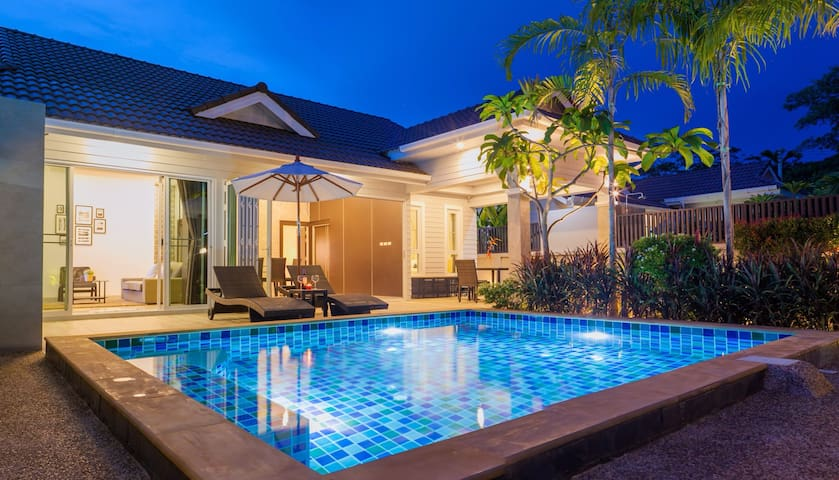 "Honeybee Pool Villa ""Smooth as silk"""