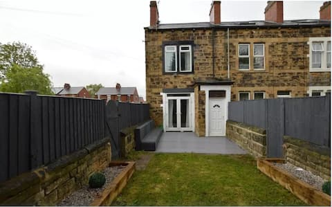 Tastefully decorated property with Garden Leeds