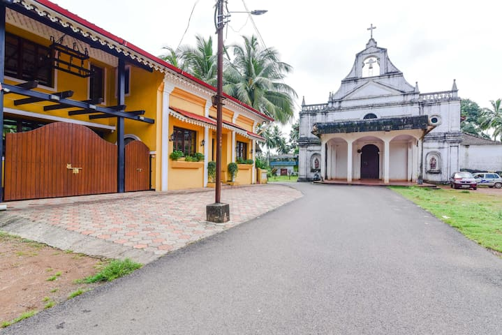 2 King Size Bedrooms in a Colonial Styled Home