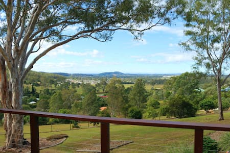 Valley View Retreat, handy to Gold Coast, Brisbane - Belivah - 獨棟
