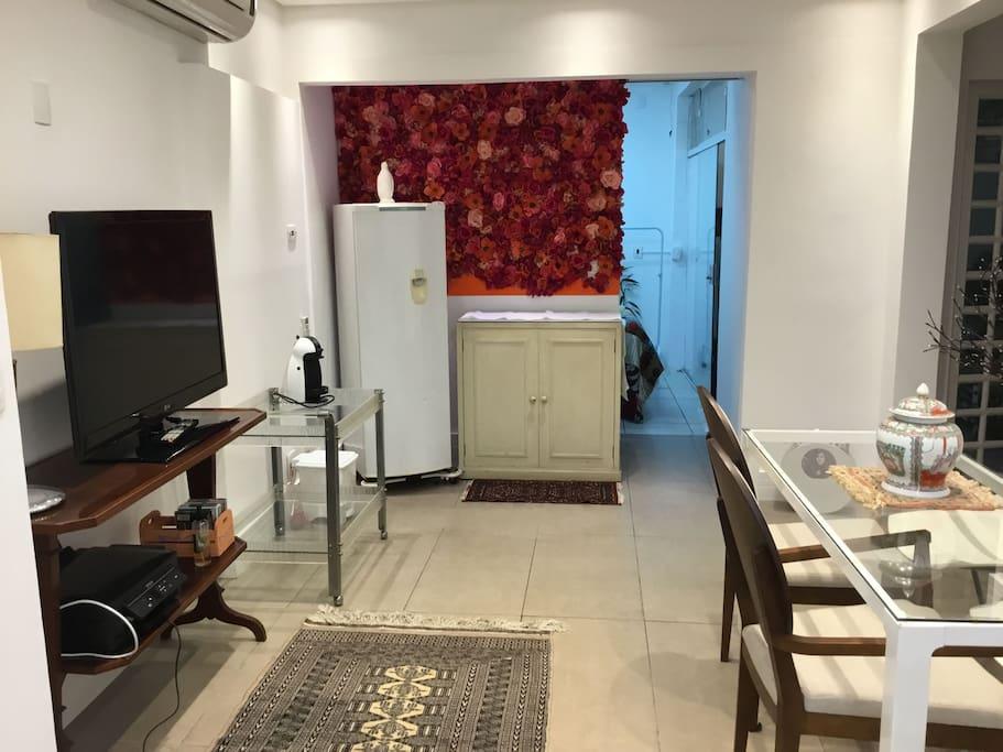 sala e mini cozinha