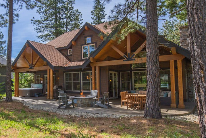 Pine Cone Lodge-Up to 33% OFF! Must See Suncadia Retreat! 3 Masters * Hot Tub * Game Room