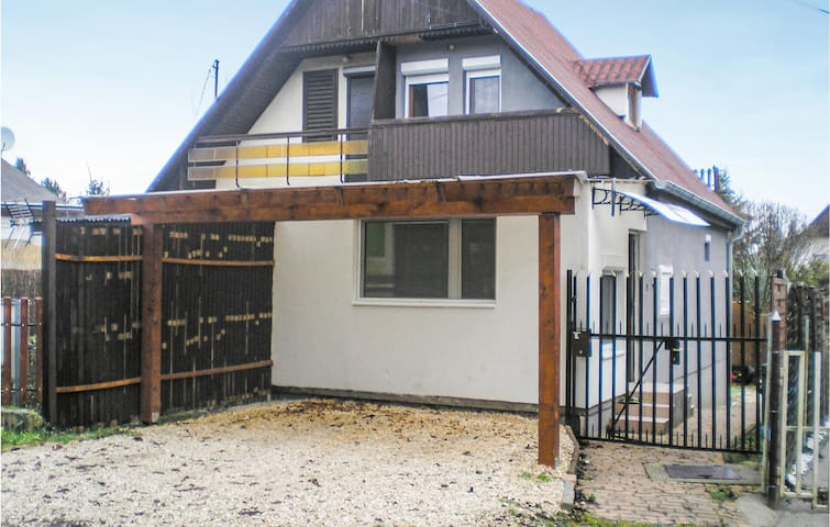 Semi-Detached with 2 bedrooms on 50m² in Siófok